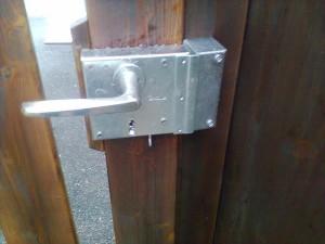Remplacement serrure de portail