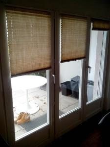 Store plissés sur fenêtre en applique